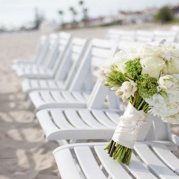 beach_ceremonychairs_bouquet_1600x1200